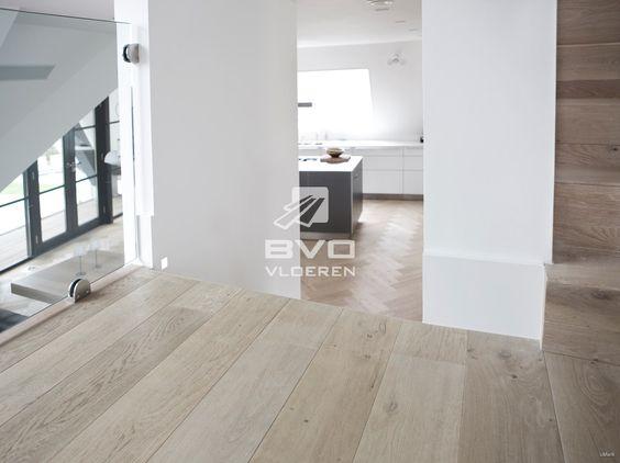 Rustiek eiken vloer parket op vloerverwarming white wash vloer niveauverschillen woning - Deco eetkamer rustiek ...