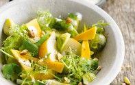 Envie d'une entrée facile à faire pour le déjeuner ? Découvrez notre recette de salade de choux de Bruxelles aux poires et mimolette.