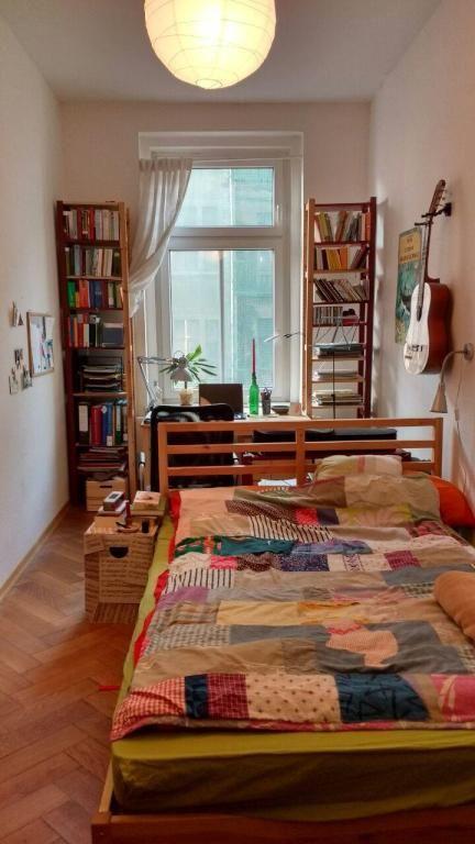 Einrichtungsidee Fur Lang Geschnittenes Schlafzimmer Mit