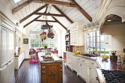 Make that oak more of a cherry or walnut, and I'm in love. Fabulous beaming. Oh and ditch the fur de lis.