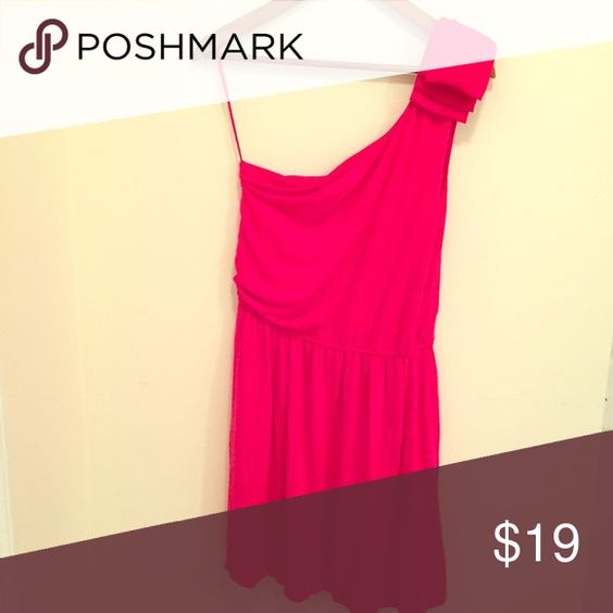 Express Bright Pink Dress Size M Comfortable and Cute! Super soft and beautiful detail on this one shoulder Dress. Make an offer! Express Dresses One Shoulder