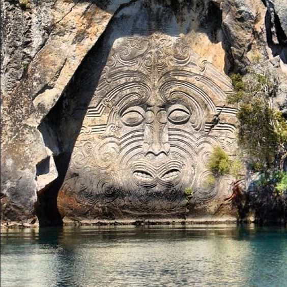 Maori rock carving lake taupo photo by chocito