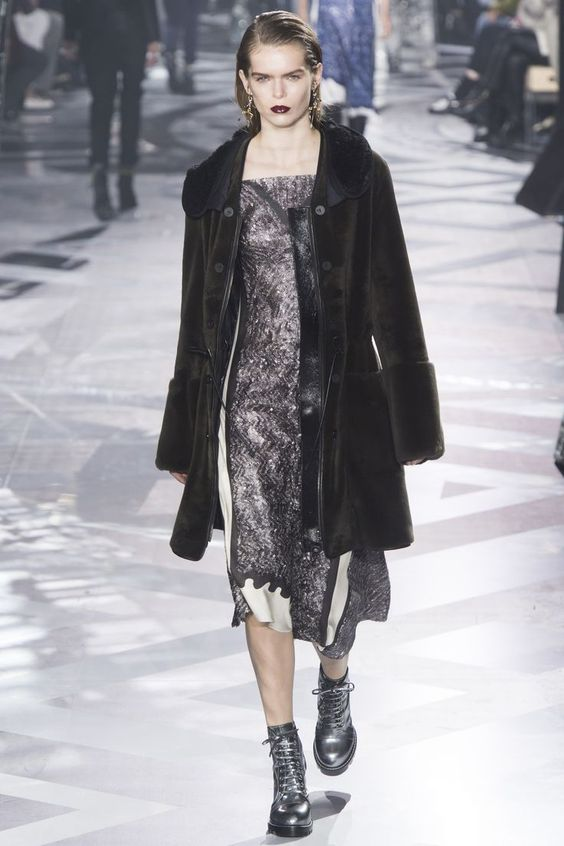 Louis Vuitton Fall 2016 Ready-to-Wear Fashion Show - Sarah Schmidt