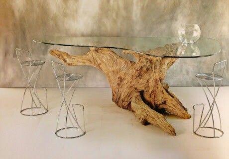 Mesa sobre tronco de arvore