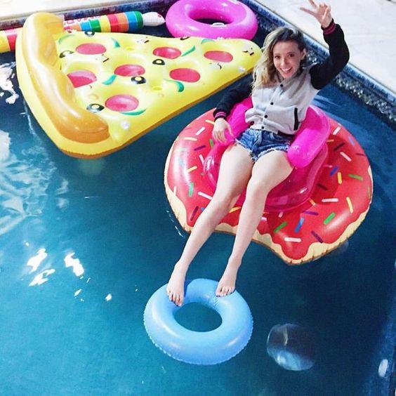 Resultado de imagem para boias modernas para piscina