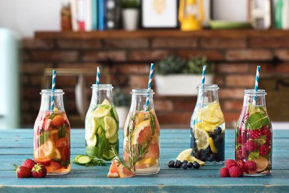 Bei so einem tollen Sommerwetter ist es besonders wichtig ausreichend zu trinken. Für diejenigen unter Euch, denen normales Wasser zu langweilig ist, haben wir hier genau das richtige! Infused Water - gebt eurem Wasser den Pepp genau nach Eurem Geschmack.