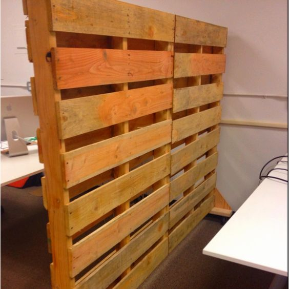 Office partitions pallets and wooden pallet ideas on for Pallet wall on wheels
