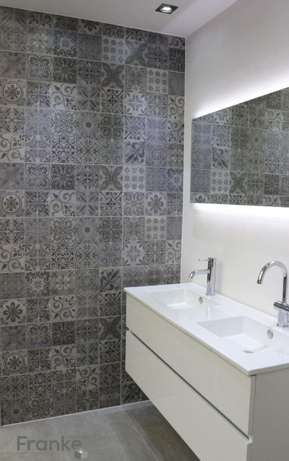Betonlook mit Ornamenten #Betonlook #Badezimmer #Beton #Fliesen - weiße fliesen wohnzimmer