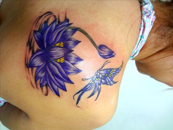 Flor de lótus com borboleta.