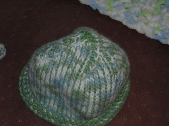 Crochet Knit Stitch In The Round : Tunisian Crochet (knit stitch in the round) newborn baby hat. Terrific Tuni...