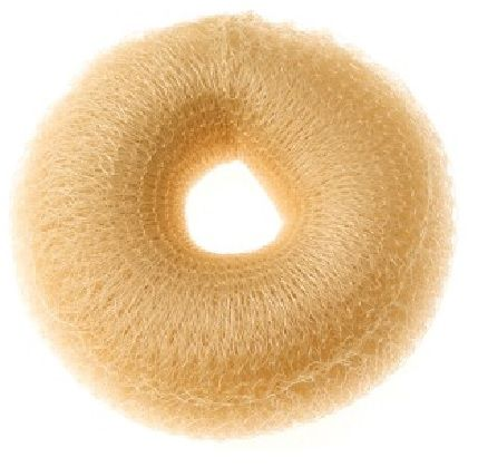 Moño Mignon relleno sintetico de color Rubio para ser mas voluminoso el cabello.