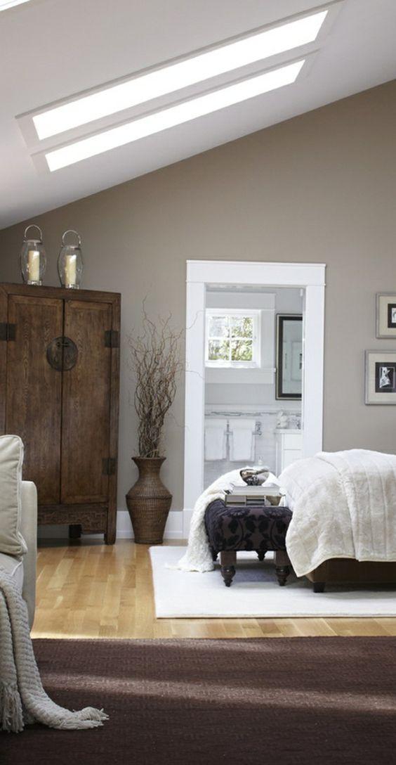 schlafzimmer gestalten brauner teppich kleiderschrank dachschräge ...