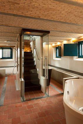 Hofwoning badkamer in kelder  Boerderijen Restauro  Pinterest