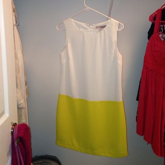 White and yellow dress It's a white and yellow dress. Forever 21 Dresses Midi