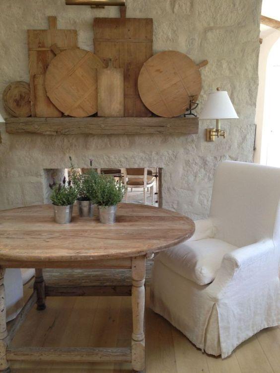 Rustic bread boards displayed on a wooden shelf. Giannetti Home. 12 European Farmhouse Rustic Decorating Ideas. #patinafarm