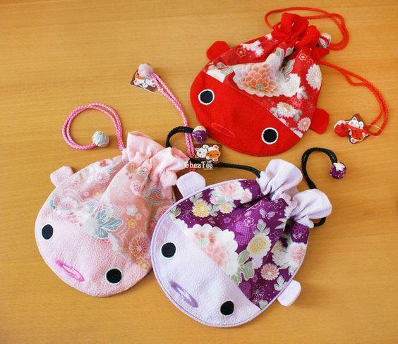 Pochette sac poisson carpe rouge japonais rose violet for Poisson rouge japonais