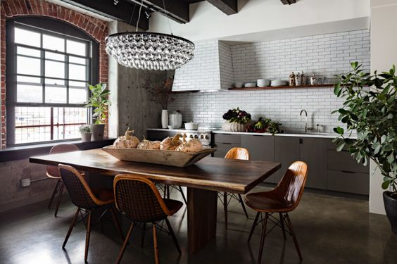 kitchen awesomeness http://www.designhunter.net/new-york-loft-warmth-earthiness/?utm_source=feedburner_medium=feed_campaign=Feed%3A+thedesignhunter+%28Designhunter%29_content=Google+Reader