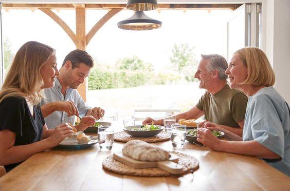 Comida familiar con los suegros