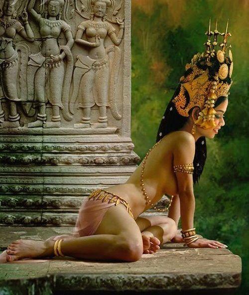 Vũ công Apsara để ngực trần