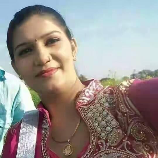 Sapna Choudhary Dancer Address Phone Number Email Website Sapna Haryan Indian Wedding Couple Photography Indian Wedding Couple Wedding Couples Photography