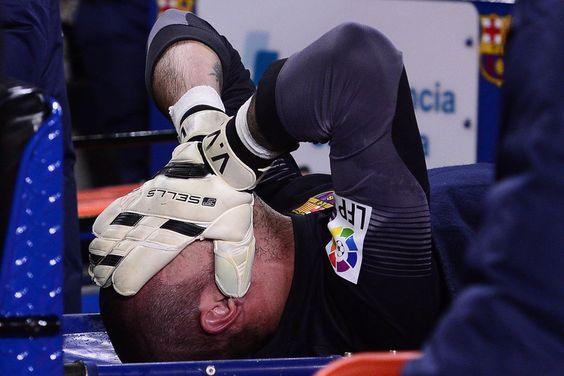 Lesión de Víctor Valdés: seis meses de baja