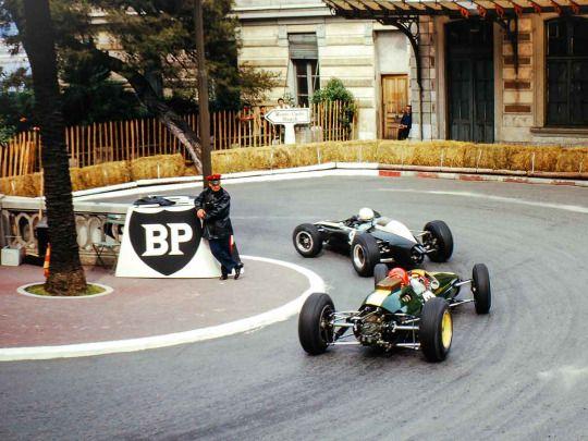 Peter Arundell (Lotus-Climax 25) follows Phil Hill (Cooper-Climax T73), 1964 Monaco GP, Monte Carlo