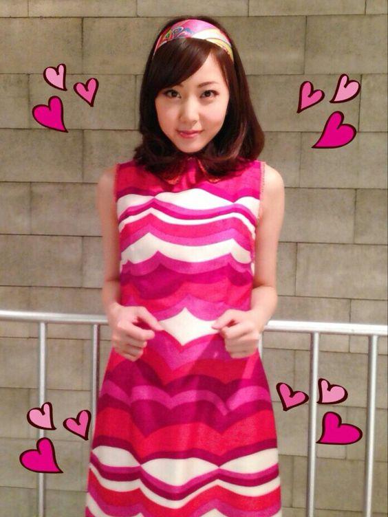 ピンクのお洋服の木南晴夏