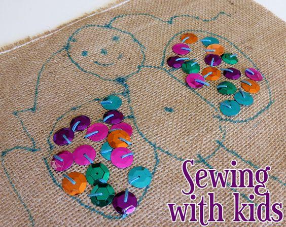 Sewing Projects for Kids. Great for fine motor skill development. // Proyectos de costura con niños. Geniales para el desarrollo de la motricidad fina.