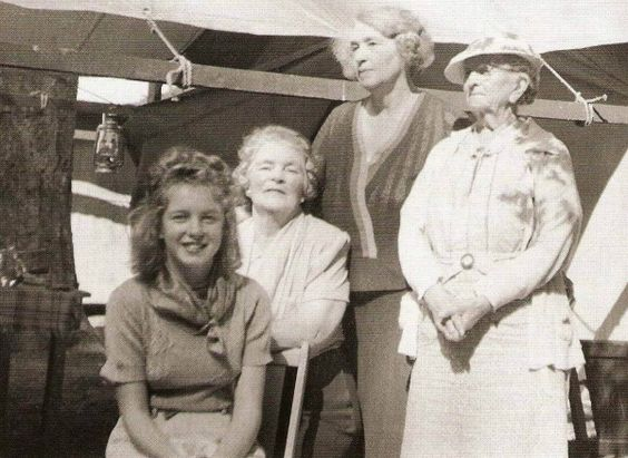 Goes to live with 'Aunt' Ana Lower (1938) Ana sitting behind Norma Jeane.