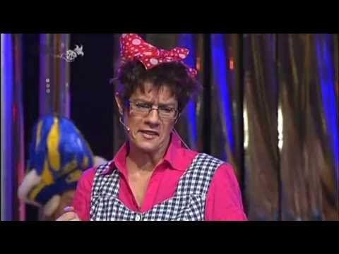 Annegret Kramp Karrenbauer Als Putzfrau Vom Landtag Bei Narrenschau 2017 Youtube Putzfrau Kostum Frau Und Narr