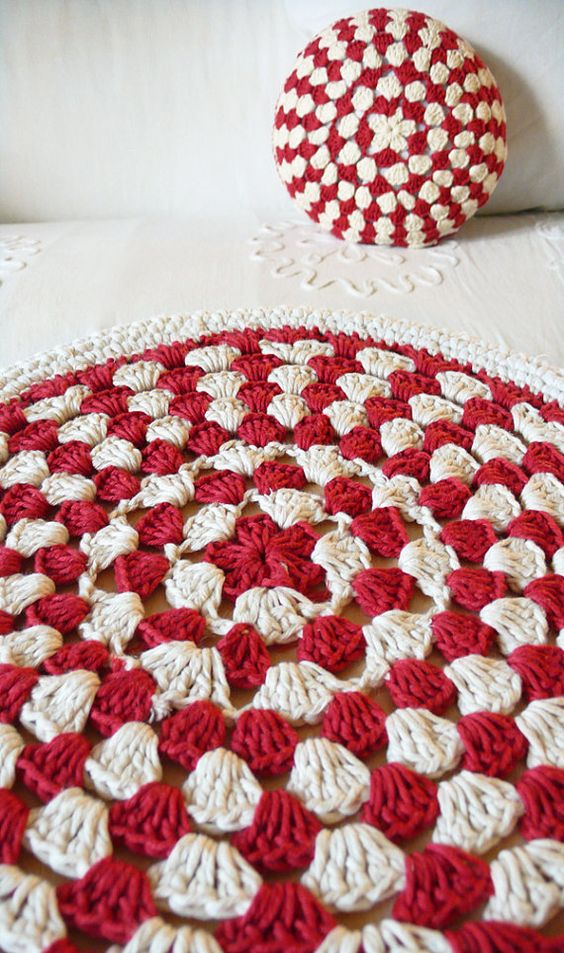 Crochet Stool Cover red and ecru por lacasadecoto en Etsy, €19.00