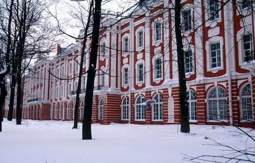"""The Twelve Colleges, now part of St. Petersburg University. 1722-42 by several architectsThe """"colleges"""" were originally part of Peter's administration: departments of foreign affairs, warfare, finances, etc. Photo: www.tcaup.umich.edu"""