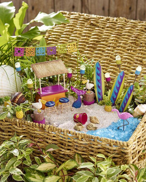 Miniature Beach Garden In A Basket Miniature Beach Mini Scapes Pinterest Gardens Summer