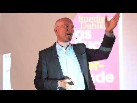 Dr. Dahlke spricht auf dem Gelände der ersten Klinik für Geistiges Heilen - YouTube