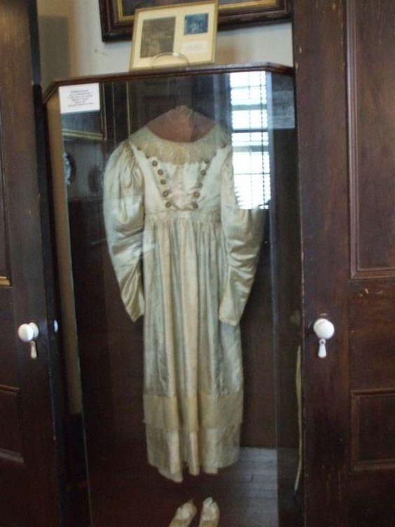 De Mysterieuze spooktrouwjurk van Anne Baker