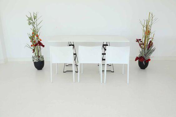 """Tisch """"Industry"""", weiß in Kombination mit Stühlen """"Vita"""" in weiß"""