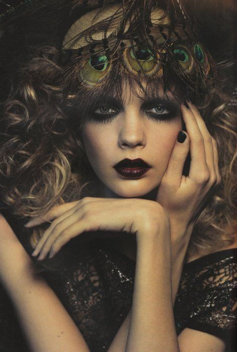 beauty, fashion, feather, girl, make up  http://www.pinterest.com/ldseacord/ lovin' this pin