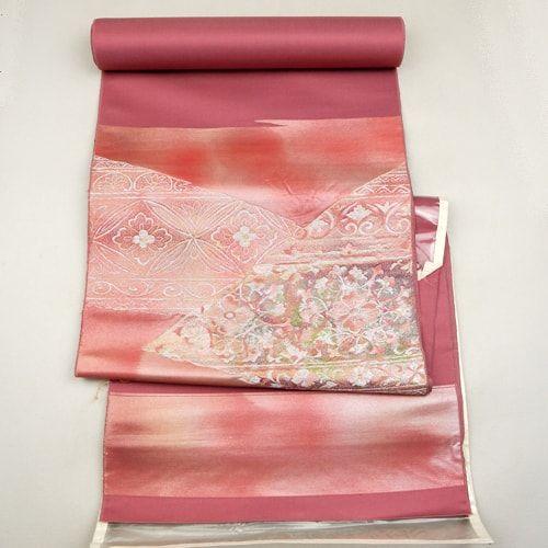 Pink, silk tanmono cloth / 裂取り花柄をお太鼓位置に施した帯用の反物 http://www.rakuten.co.jp/aiyama #Kimono #Japan #aiyamamotoya
