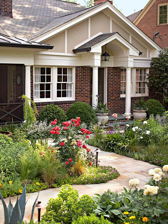 Boost Curb Appeal On A Budget With These 26 Easy Exterior Updates Simple Landscape Design Yard Landscaping Front Yard Landscaping