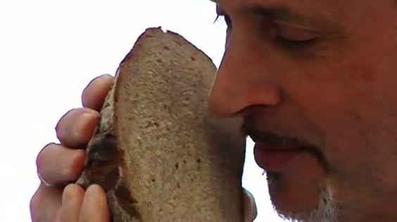 Wussten Sie, dass Brot getestet wird? Hier ist Brot-Tester Manfred Stiefel im Einsatz - sehen Sie den Report heute bei HOTELIER TV: http://www.hoteliertv.net