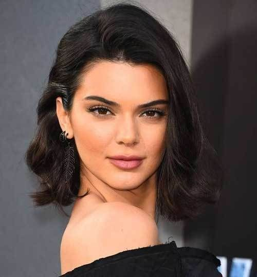 Kendall Jenner Short Hair 20 Pics Kendalljenner Celebrityhaircuts Shorthairstyle Shorthairc Kendall Jenner Short Hair Wavy Bob Hairstyles Sleek Short Hair
