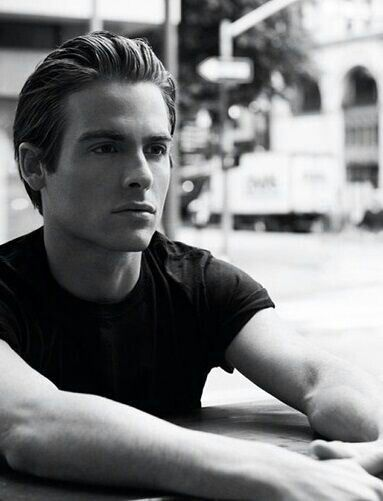 Kevin Zegers // seems like yesterday I was watching him in 'Air Bud', now he's all manly and shit.