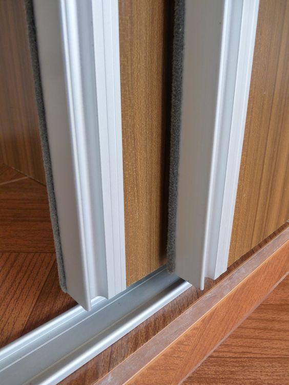 Puertas corredizas en melamina teca con gu as y perfiles for Puertas corredizas aluminio para exterior