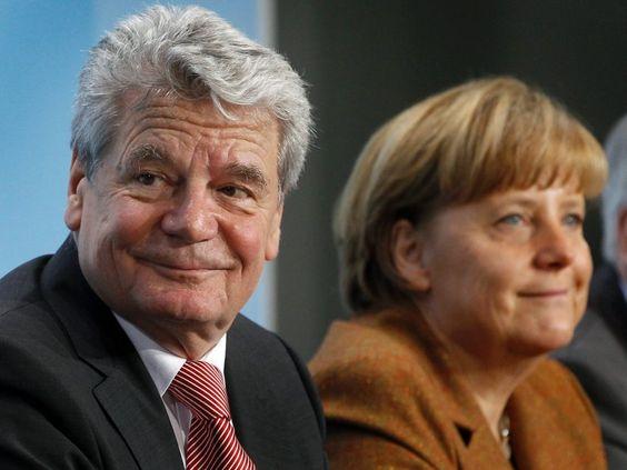 Der neue Bundespräsident Joachim Gauck bei der Pressekonferenz. Ein interessanter Schachtzug von Angela Merkel. Sie ist ganz schön verschmitzt und mit allen Wassern gewaschen. Chapeau! :-)