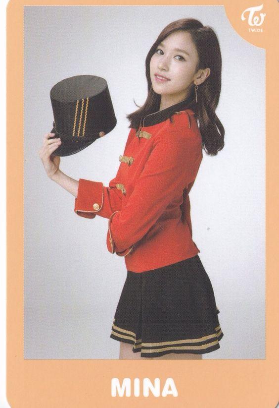 TWICEのメンバー・ミナの赤い衣装
