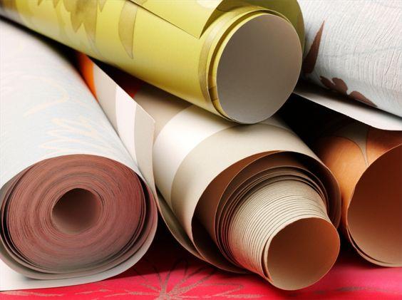 Cómo quitar el pegamento del papel tapiz   eHow en Español
