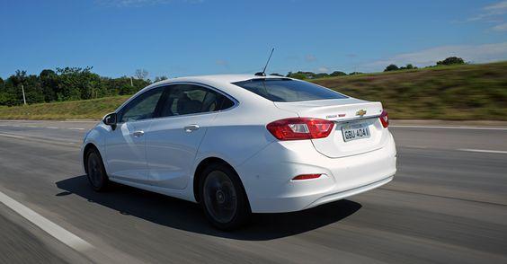 Presente em rivais, park-assist, sistema inteligente de estacionamento automático, é novidade no carro da GM