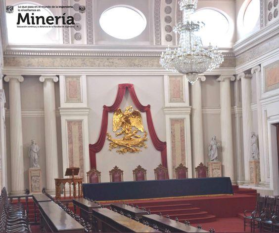 """El Salón de Actos del Palacio de Minería, llamado cariñosamente  """"La Maternidad"""" es el recinto en donde se realizaban los exámenes de grado dando inicio la vida profesional de los ingenieros."""