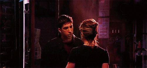 Dans la série FRIENDS - Ross et Rachel.