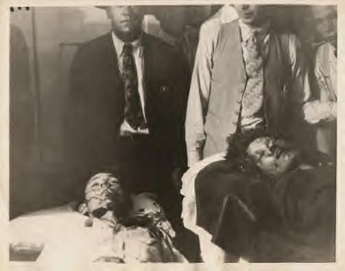 The deaths of Bonnie & Clyde at the hands of the lawmen, killed in ambush 1934: Bonnie And Clyde Death, Death Photos, Clyde Picture, Bonnie Clyde, Criminal, Bonnie And Clyde Photos, Clyde Barrow, Bonnie Parker